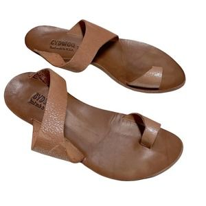 Cydwoq Hillary 40 leather thong shimmer brown sandal